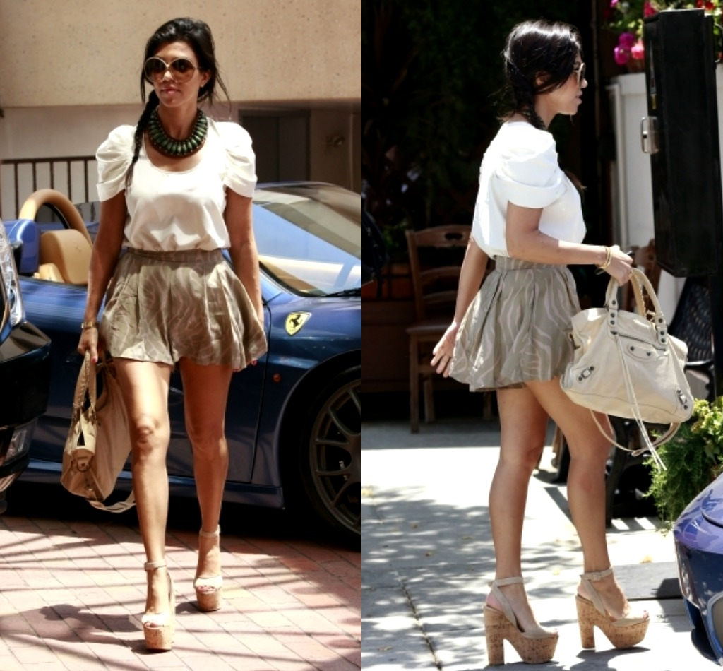 Kourtney Kardashian S Summer Look We Love